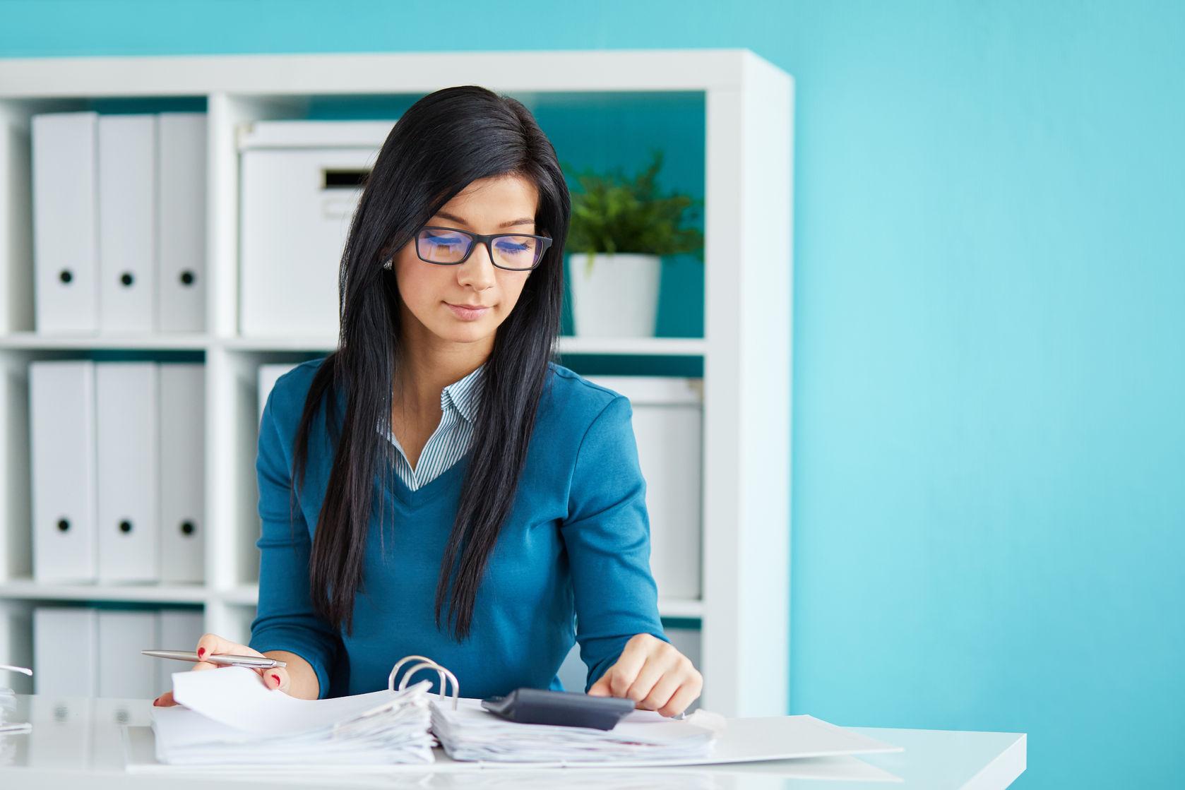 ¿Debo usar la deducción estándar o detallar mis impuestos?