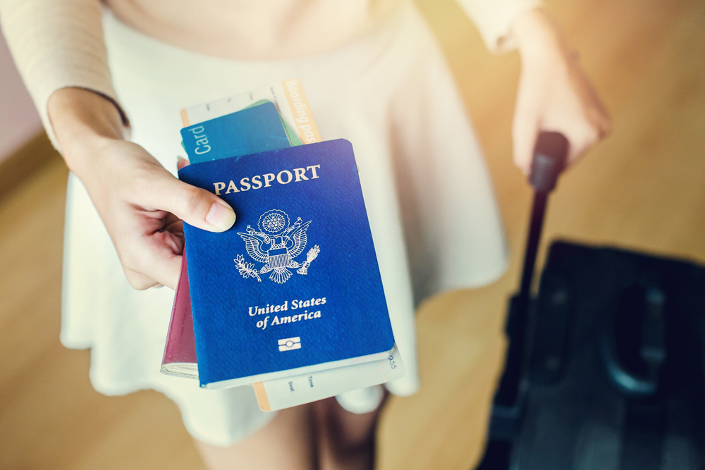 ¿Puedo obtener un pasaporte si debo impuestos atrasados?
